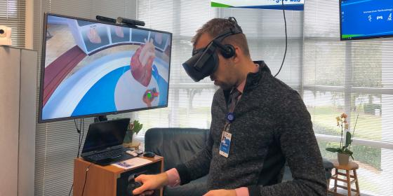 AHU faculty experimenting with VR technology